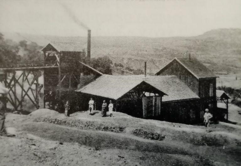 Ancienne mine - photo en noir et blanc